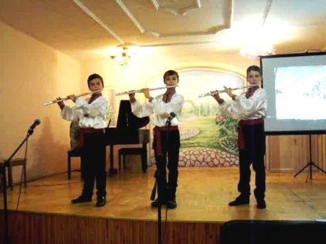 тріо флейтистів, керівник Т.Сидорчук